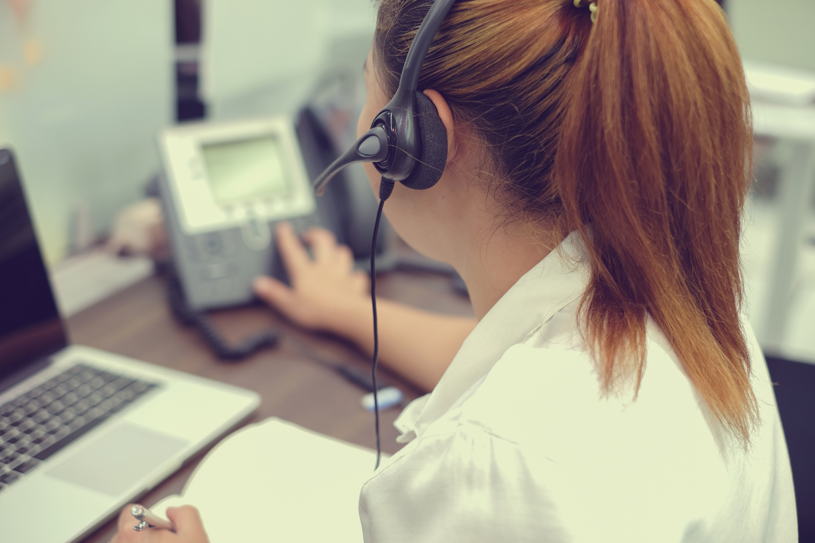 Call Center Agent | What is Ecommerce? A Beginner's Guide To The Basics