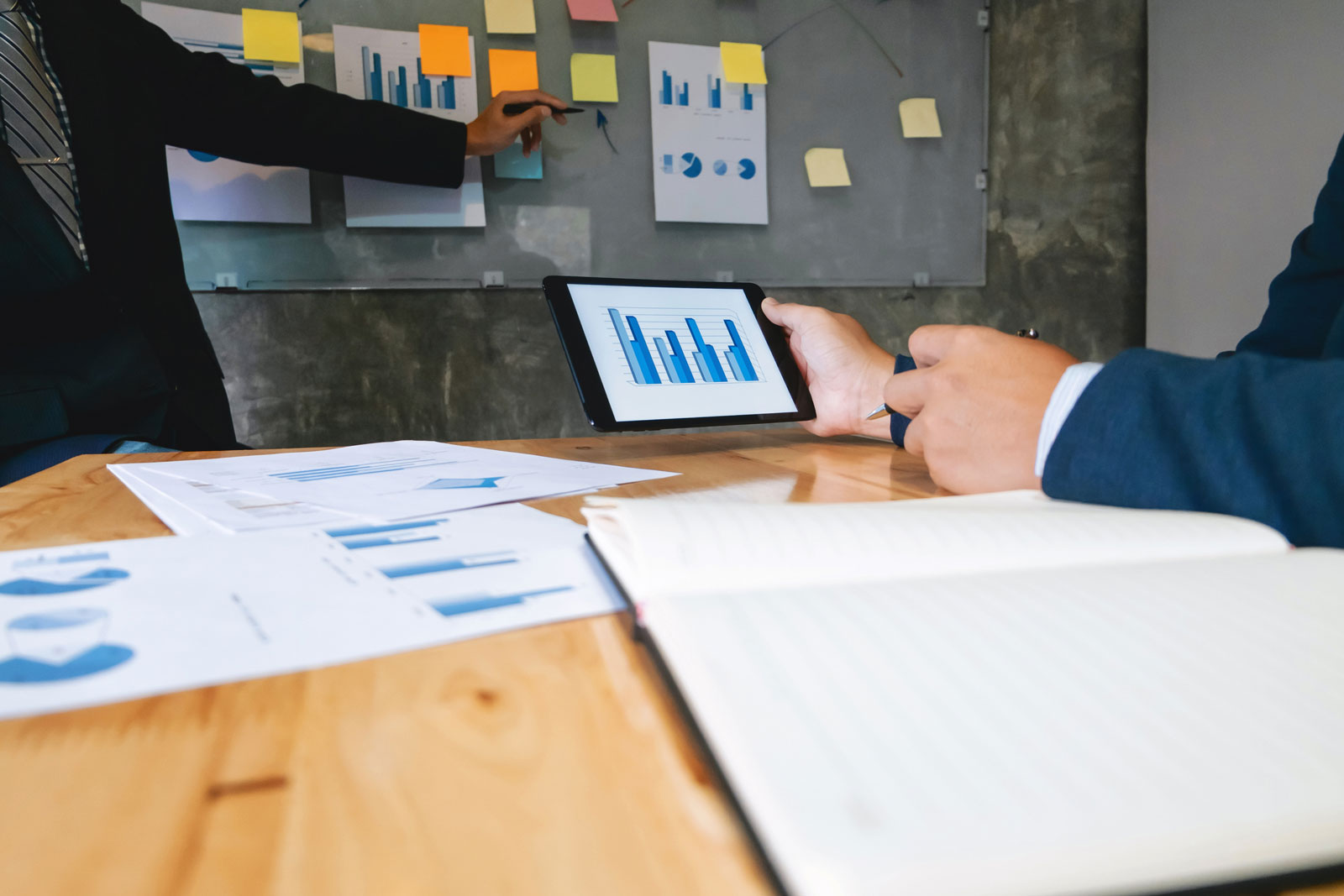 Workstation With A Tablet | Inbound Marketing: An A-Z Guide To Building Your Campaign